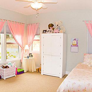 Esempio di una cameretta per bambini da 4 a 10 anni american style di medie dimensioni con pareti blu e moquette