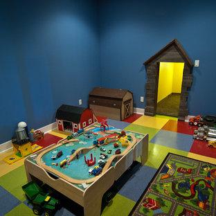 Inspiration för ett amerikanskt pojkrum kombinerat med lekrum och för 4-10-åringar, med blå väggar, vinylgolv och flerfärgat golv