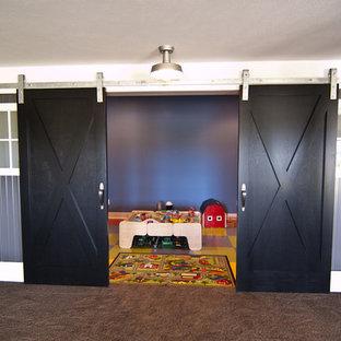 Idee per una cameretta per bambini da 4 a 10 anni stile americano con pavimento in vinile e pavimento multicolore