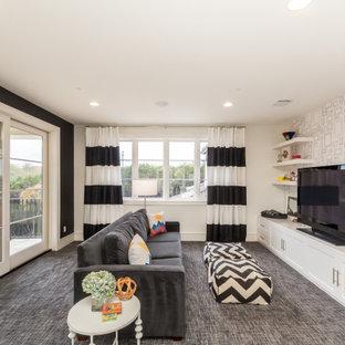 Cette photo montre une chambre d'enfant chic avec un mur blanc, moquette, un sol gris et boiseries.