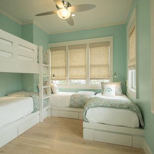Ispirazione per una piccola cameretta per bambini da 4 a 10 anni minimal con pareti blu