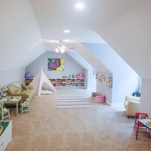 Ispirazione per una grande cameretta per bambini da 4 a 10 anni stile americano con pareti grigie e moquette