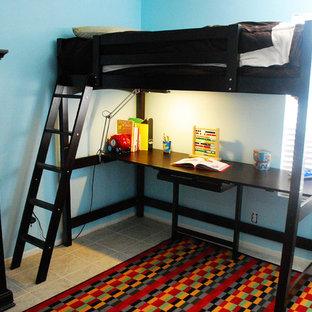 Diseño de dormitorio infantil de 4 a 10 años, clásico renovado, pequeño, con paredes azules y suelo de baldosas de porcelana