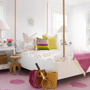 Ejemplo de dormitorio infantil marinero, de tamaño medio, con paredes blancas