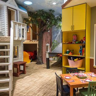 Idee per una cameretta per bambini da 4 a 10 anni stile americano con pareti multicolore e moquette