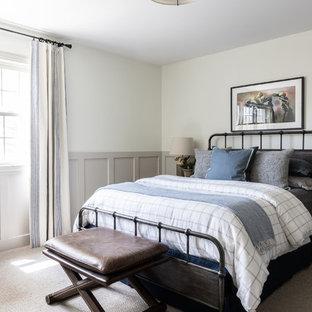 Diseño de dormitorio infantil campestre, grande, con paredes blancas, moqueta y suelo marrón