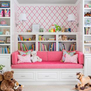 Foto di una cameretta per bambini da 1 a 3 anni tradizionale con moquette e pavimento beige