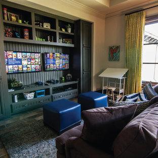 Foto de dormitorio infantil extra grande con paredes beige y suelo de madera en tonos medios