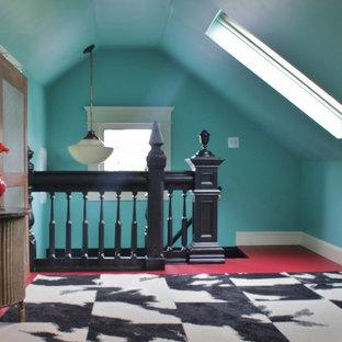 Ispirazione per una grande cameretta per bambini eclettica con pareti blu, pavimento in legno verniciato e pavimento rosso
