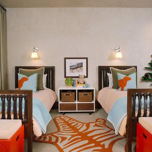 Foto de dormitorio infantil de 4 a 10 años, contemporáneo, con paredes beige y moqueta