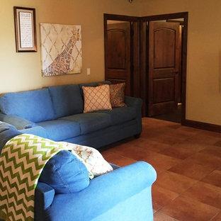 Aménagement d'une chambre d'enfant montagne de taille moyenne avec un mur beige et un sol en carreau de terre cuite.