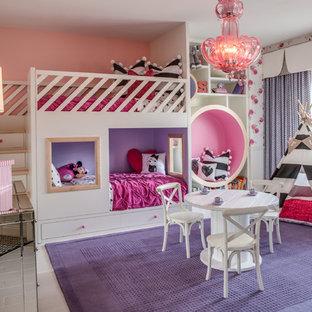 Идея дизайна: детская в классическом стиле с спальным местом, разноцветными стенами и деревянным полом для девочки