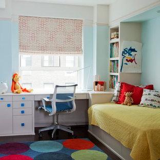 Esempio di una piccola cameretta per bambini da 4 a 10 anni classica con pareti blu