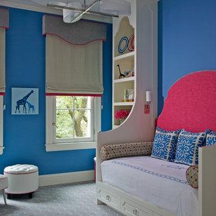 Immagine di una cameretta da letto boho chic con pareti blu