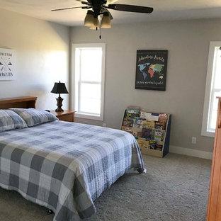 Ispirazione per una cameretta per bambini stile americano di medie dimensioni con pareti beige, moquette e pavimento bianco