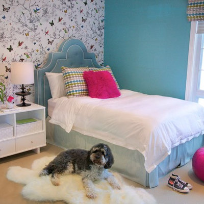 Inspiration for a timeless girl carpeted kids' room remodel in Los Angeles with multicolored walls