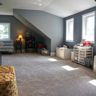 Ejemplo de dormitorio infantil de 4 a 10 años, minimalista, de tamaño medio, con paredes azules, moqueta y suelo beige