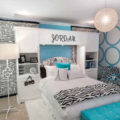 Example of a trendy teen room design in Boston