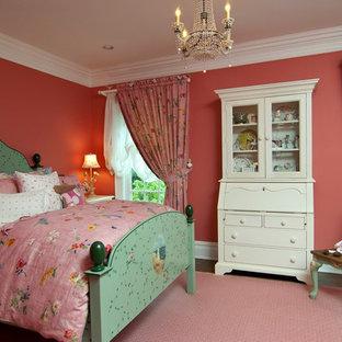 На фото: детская в классическом стиле с розовыми стенами и розовым полом