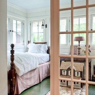 Inspiration pour une chambre d'enfant rustique avec un sol en bois peint et un sol vert.