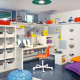 Стильный дизайн: детская среднего размера в стиле модернизм с рабочим местом, серыми стенами, полом из линолеума и синим полом для ребенка от 4 до 10 лет, мальчика - последний тренд