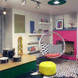Eklektisk inredning av ett mellanstort könsneutralt barnrum, med grå väggar, linoleumgolv och blått golv
