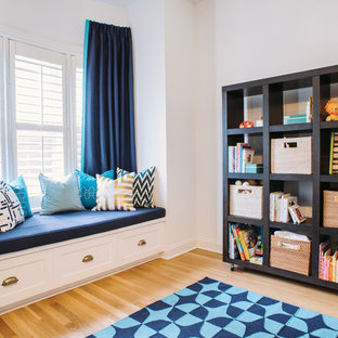 Example of a transitional kids' room design in Chicago
