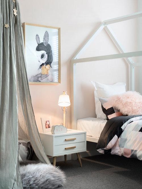 Nordisches Kinderzimmer Mit Schlafplatz, Rosa Wandfarbe Und Teppichboden In  Melbourne