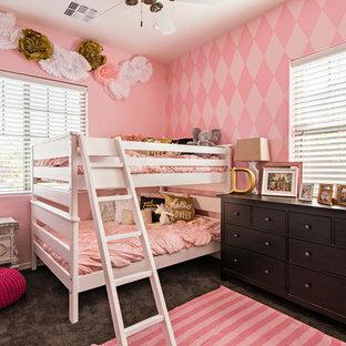 Cette photo montre une chambre d'enfant de 4 à 10 ans chic de taille moyenne avec un mur rose et moquette.