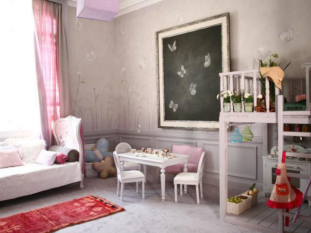 Traditional Kids girl room