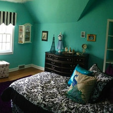 Traditional Kids Girl's French Paris themed bedroom