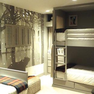 Modelo de dormitorio infantil contemporáneo, de tamaño medio, con paredes grises y moqueta