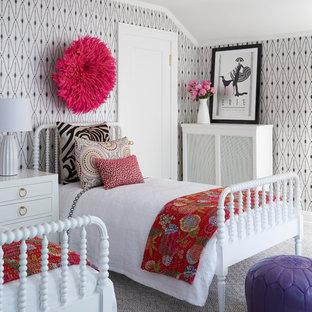 Свежая идея для дизайна: детская среднего размера в стиле неоклассика (современная классика) с спальным местом, разноцветными стенами, ковровым покрытием и правильным освещением для подростка, девочки - отличное фото интерьера