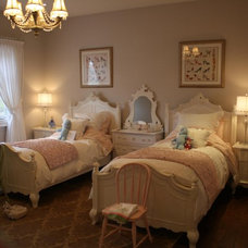 Traditional Kids by AVA INTERIOR DESIGN