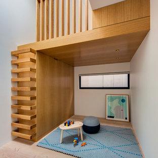 Imagen de dormitorio infantil de 4 a 10 años, contemporáneo, con paredes blancas