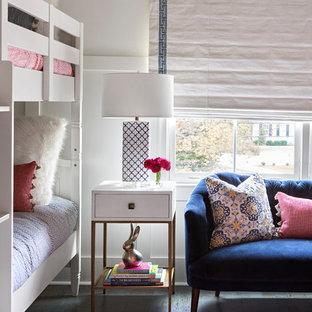 Modelo de dormitorio infantil de 4 a 10 años, marinero, con paredes blancas, suelo de corcho y suelo azul