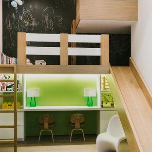 На фото: большая нейтральная детская с игровой в современном стиле с черными стенами, светлым паркетным полом и бежевым полом для ребенка от 4 до 10 лет