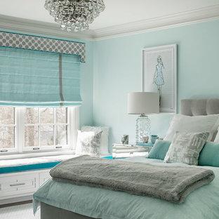 Imagen de dormitorio infantil clásico renovado, de tamaño medio, con paredes azules, moqueta y suelo gris