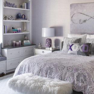 Идея дизайна: детская среднего размера в стиле современная классика с спальным местом, темным паркетным полом, коричневым полом и фиолетовыми стенами для подростка, девочки