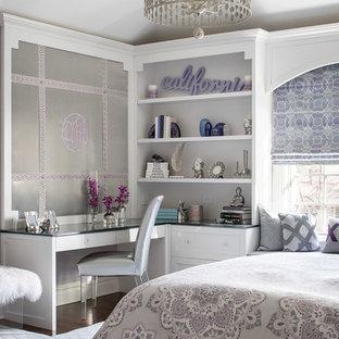 ニューヨークの中サイズのトランジショナルスタイルのおしゃれな子供部屋 (紫の壁、濃色無垢フローリング、ティーン向け、茶色い床) の写真