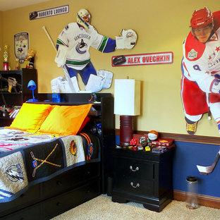 Cette image montre une chambre d'enfant traditionnelle.