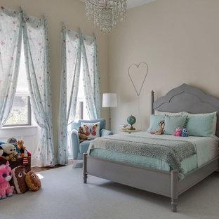 Idee per una grande cameretta per bambini da 4 a 10 anni tradizionale con pareti beige, moquette e pavimento grigio