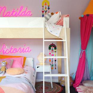 Cette image montre une chambre d'enfant traditionnelle de taille moyenne avec moquette.