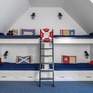 Diseño de dormitorio infantil marinero con paredes grises, moqueta y suelo azul