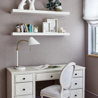 Пример оригинального дизайна: детская среднего размера в стиле современная классика с спальным местом, фиолетовыми стенами, паркетным полом среднего тона и коричневым полом для подростка, девочки