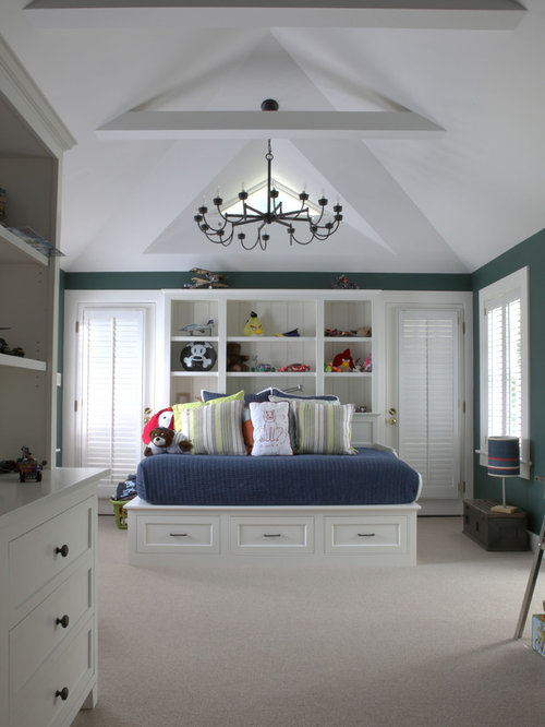 Chambre d 39 enfant plafond mansard photos et id es d co for Decoration plafond chambre bebe