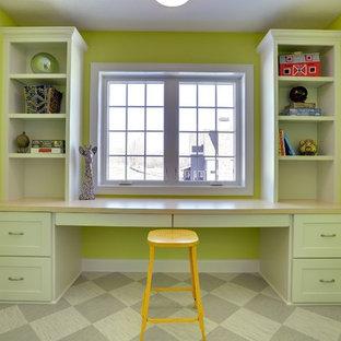 Imagen de dormitorio infantil de 4 a 10 años, tradicional renovado, grande, con paredes multicolor, suelo de linóleo y suelo verde