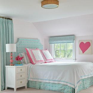 Неиссякаемый источник вдохновения для домашнего уюта: детская среднего размера в стиле современная классика с спальным местом, розовыми стенами, ковровым покрытием и розовым полом для ребенка от 4 до 10 лет, девочки