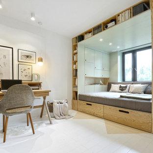 Foto de dormitorio infantil actual, pequeño, con paredes blancas, suelo de madera pintada y suelo blanco