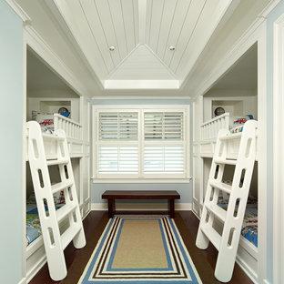Foto di una cameretta per bambini tropicale con pareti blu